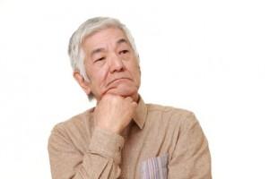 心配する高齢者